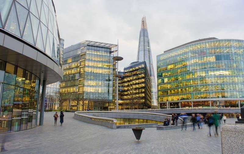 Η σέσουλα, εμπορικό κέντρο στην όχθη ποταμού του Λονδίνου στοκ φωτογραφίες