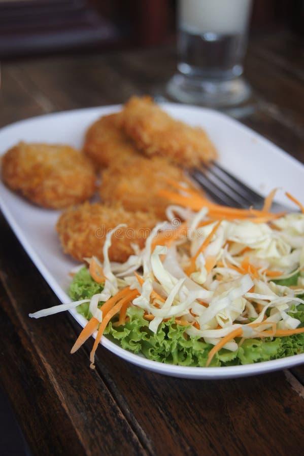 Η σαλάτα στο πιάτο στοκ φωτογραφία με δικαίωμα ελεύθερης χρήσης