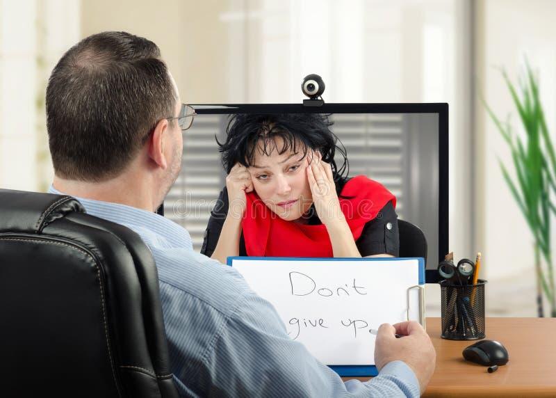 Η σε απευθείας σύνδεση ψυχιατρική είναι πολύ χρήσιμη για την καταθλιπτική γυναίκα στοκ εικόνες