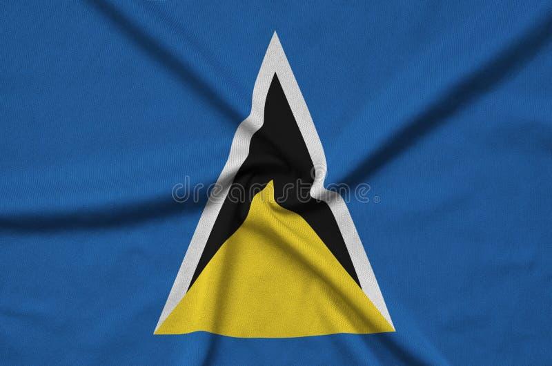 Η σημαία Αγιών Λουκία απεικονίζεται σε ένα ύφασμα αθλητικών υφασμάτων με πολλές πτυχές Έμβλημα αθλητικών ομάδων στοκ εικόνες