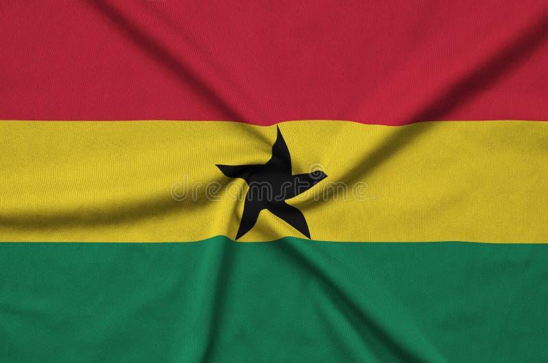 Η σημαία της Γκάνας απεικονίζεται σε ένα ύφασμα αθλητικών υφασμάτων με πολλές πτυχές Έμβλημα αθλητικών ομάδων στοκ εικόνες
