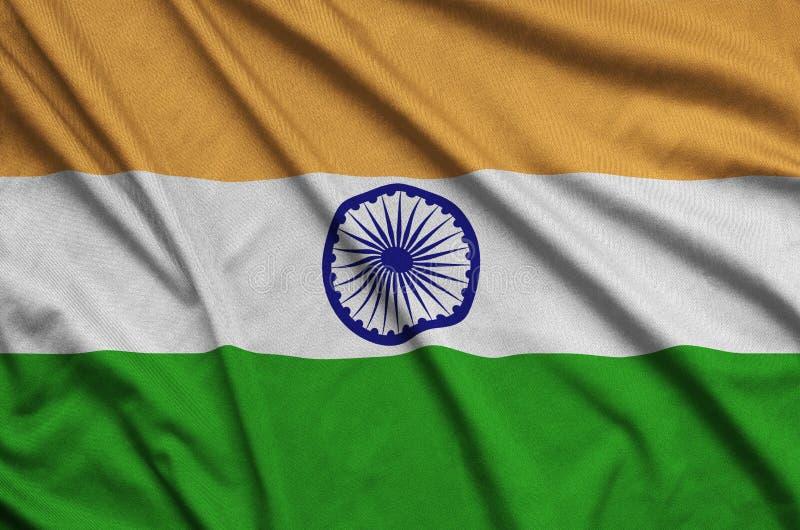 Η σημαία της Ινδίας απεικονίζεται σε ένα ύφασμα αθλητικών υφασμάτων με πολλές πτυχές Έμβλημα αθλητικών ομάδων στοκ φωτογραφία με δικαίωμα ελεύθερης χρήσης