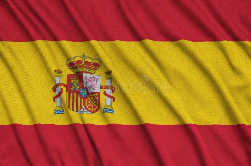 Η σημαία της Ισπανίας απεικονίζεται σε ένα ύφασμα αθλητικών υφασμάτων με πολλές πτυχές Έμβλημα αθλητικών ομάδων στοκ φωτογραφίες με δικαίωμα ελεύθερης χρήσης