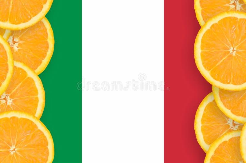 Η σημαία της Ιταλίας στο εσπεριδοειδές τεμαχίζει το κάθετο πλαίσιο στοκ εικόνες