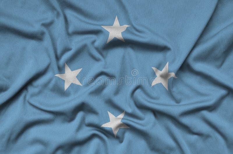 Η σημαία της Μικρονησίας απεικονίζεται σε ένα ύφασμα αθλητικών υφασμάτων με πολλές πτυχές Έμβλημα αθλητικών ομάδων στοκ φωτογραφίες με δικαίωμα ελεύθερης χρήσης