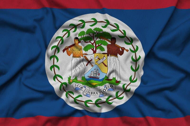 Η σημαία της Μπελίζ απεικονίζεται σε ένα ύφασμα αθλητικών υφασμάτων με πολλές πτυχές Έμβλημα αθλητικών ομάδων στοκ φωτογραφία με δικαίωμα ελεύθερης χρήσης