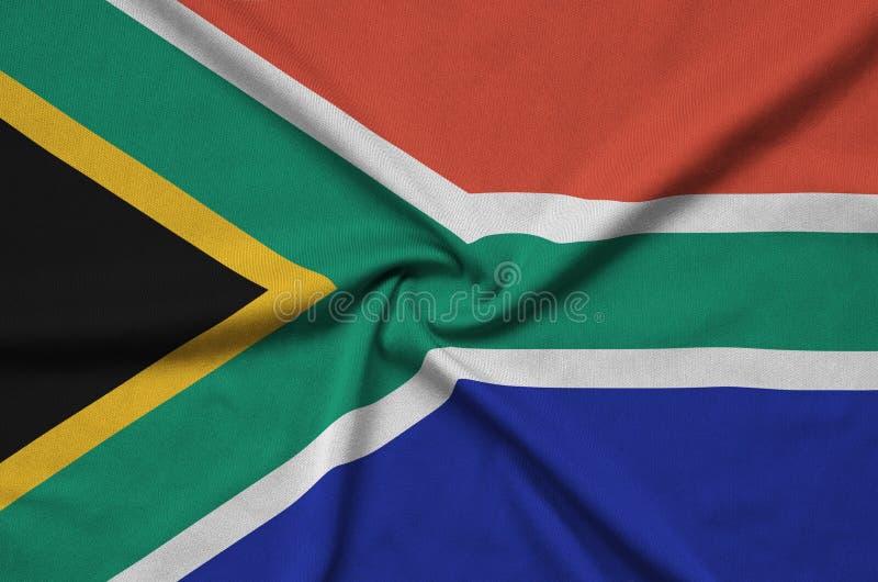 Η σημαία της Νότιας Αφρικής απεικονίζεται σε ένα ύφασμα αθλητικών υφασμάτων με πολλές πτυχές Έμβλημα αθλητικών ομάδων στοκ φωτογραφίες με δικαίωμα ελεύθερης χρήσης