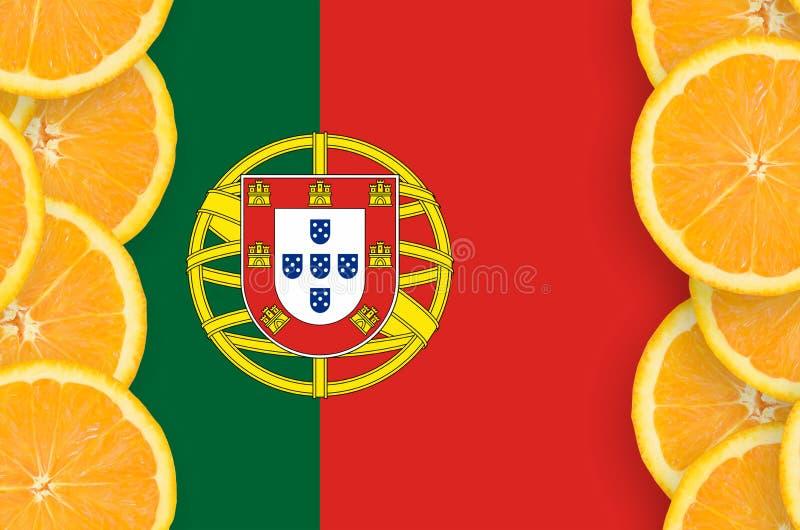 Η σημαία της Πορτογαλίας στο εσπεριδοειδές τεμαχίζει το κάθετο πλαίσιο στοκ εικόνες με δικαίωμα ελεύθερης χρήσης