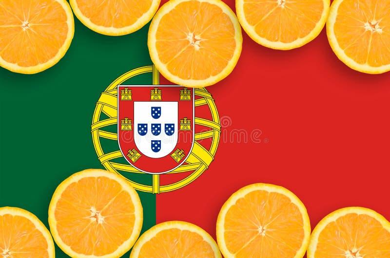 Η σημαία της Πορτογαλίας στο εσπεριδοειδές τεμαχίζει το οριζόντιο πλαίσιο στοκ εικόνες