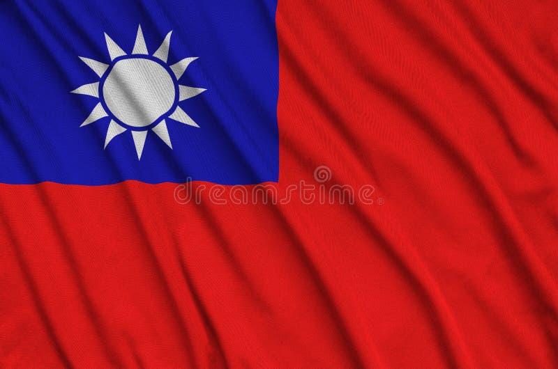 Η σημαία της Ταϊβάν απεικονίζεται σε ένα ύφασμα αθλητικών υφασμάτων με πολλές πτυχές Έμβλημα αθλητικών ομάδων στοκ εικόνα με δικαίωμα ελεύθερης χρήσης