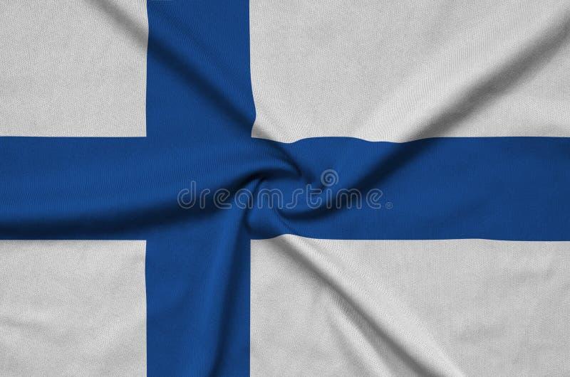 Η σημαία της Φινλανδίας απεικονίζεται σε ένα ύφασμα αθλητικών υφασμάτων με πολλές πτυχές Έμβλημα αθλητικών ομάδων στοκ φωτογραφίες με δικαίωμα ελεύθερης χρήσης