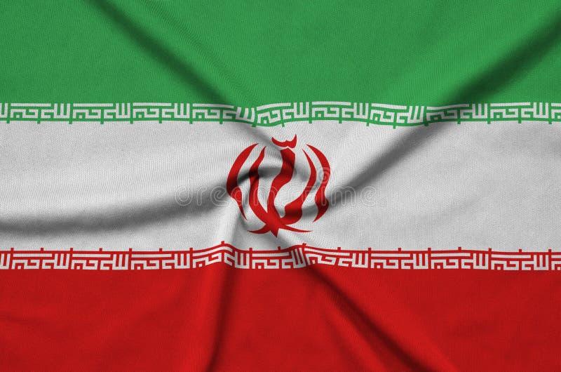 Η σημαία του Ιράν απεικονίζεται σε ένα ύφασμα αθλητικών υφασμάτων με πολλές πτυχές Έμβλημα αθλητικών ομάδων στοκ φωτογραφίες