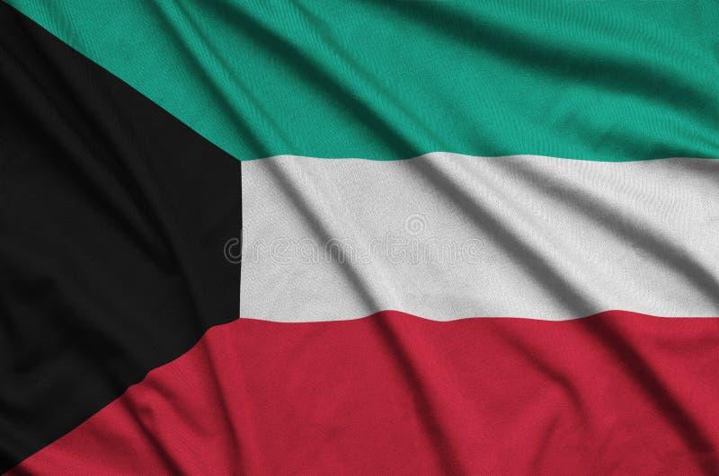 Η σημαία του Κουβέιτ απεικονίζεται σε ένα ύφασμα αθλητικών υφασμάτων με πολλές πτυχές Έμβλημα αθλητικών ομάδων στοκ φωτογραφίες