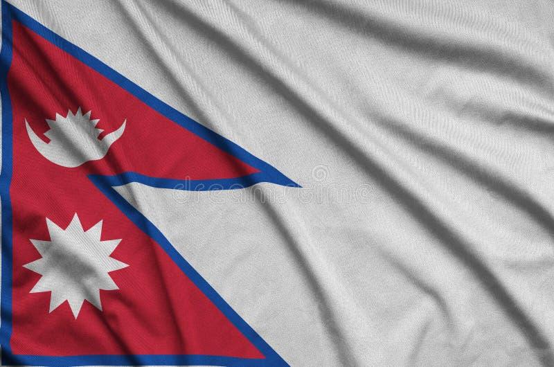 Η σημαία του Νεπάλ απεικονίζεται σε ένα ύφασμα αθλητικών υφασμάτων με πολλές πτυχές Έμβλημα αθλητικών ομάδων στοκ φωτογραφίες με δικαίωμα ελεύθερης χρήσης