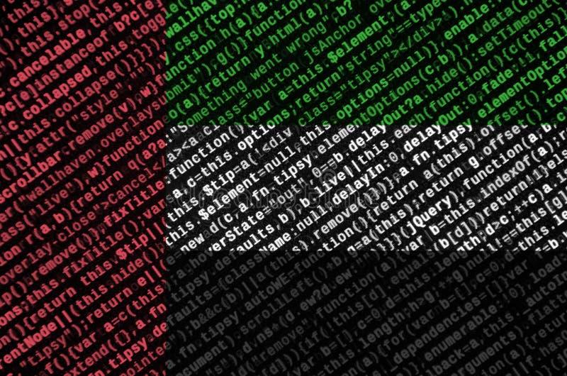 Η σημαία των Ηνωμένων Αραβικών Εμιράτων απεικονίζεται στην οθόνη με τον κώδικα προγράμματος Η έννοια της σύγχρονων τεχνολογίας κα στοκ εικόνα με δικαίωμα ελεύθερης χρήσης