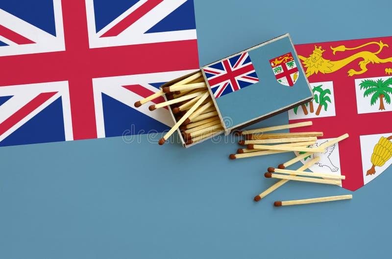 Η σημαία των Φίτζι παρουσιάζεται σε ένα ανοικτό σπιρτόκουτο, από το οποίο διάφορες αντιστοιχίες αφορούν και βρίσκονται μια μεγάλη στοκ εικόνες με δικαίωμα ελεύθερης χρήσης