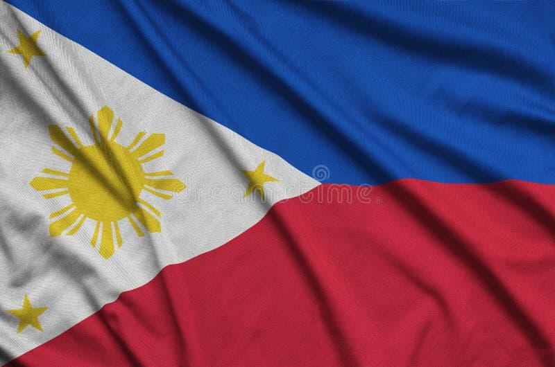 Η σημαία των Φιλιππινών απεικονίζεται σε ένα ύφασμα αθλητικών υφασμάτων με πολλές πτυχές Έμβλημα αθλητικών ομάδων στοκ φωτογραφία με δικαίωμα ελεύθερης χρήσης