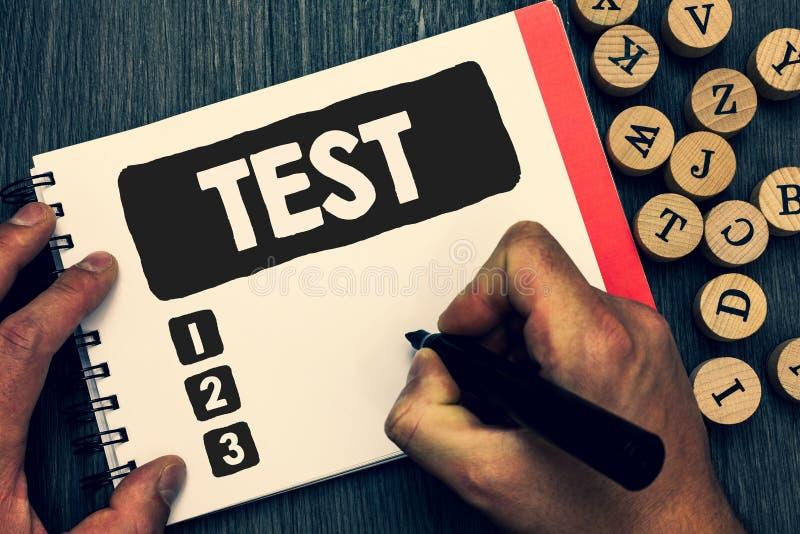 Η σημείωση γραψίματος που παρουσιάζει επιχειρησιακή φωτογραφία δοκιμής που επιδεικνύει την ακαδημαϊκή συστημική διαδικασία αξιολο στοκ φωτογραφία με δικαίωμα ελεύθερης χρήσης