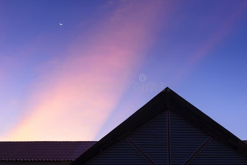 Η σκηνή σκιαγραφιών του σπιτιού στοκ φωτογραφία με δικαίωμα ελεύθερης χρήσης