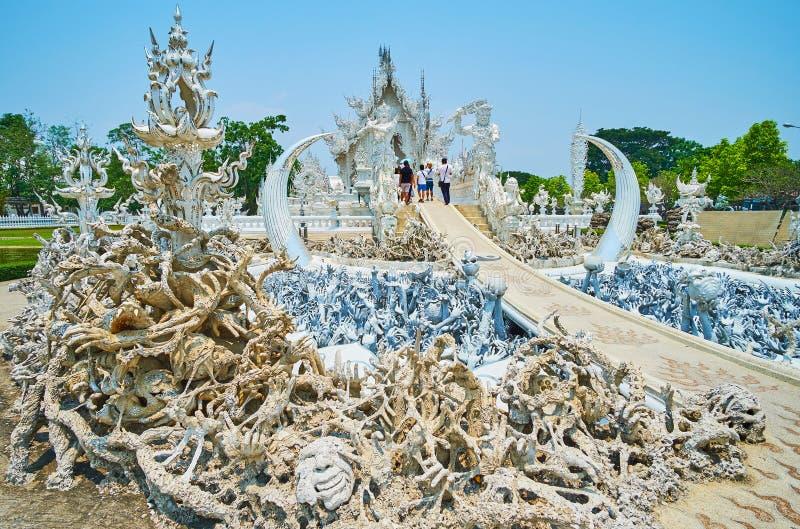 Η σκηνή της κόλασης και της φρίκης στον άσπρο ναό, Chiang Rai, Ταϊλάνδη στοκ εικόνα