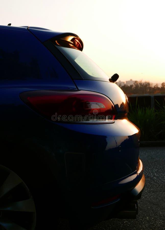 Η σκιά της μορφής αυτοκινήτων στο ηλιοβασίλεμα στοκ φωτογραφία