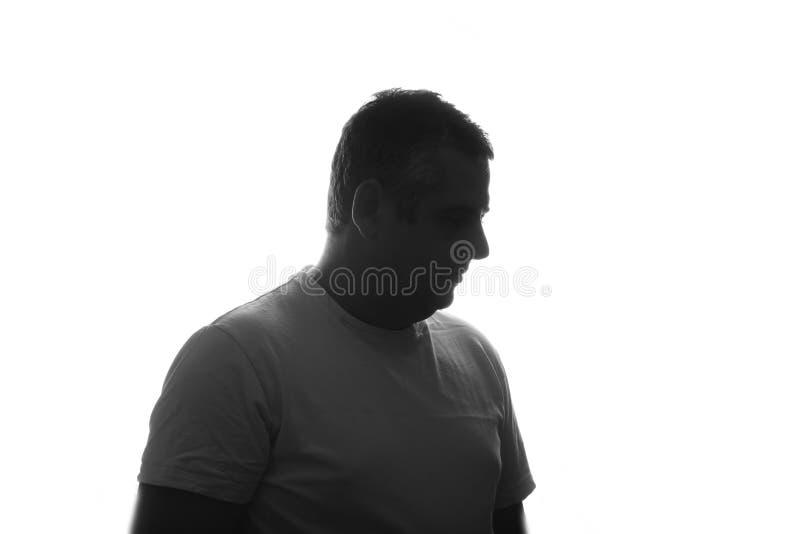 Η σκιαγραφία του πορτρέτου ατόμων στο πουκάμισο με το χέρι στο στούντιο απομόνωσε το άσπρο υπόβαθρο κλείστε επάνω τοποθετήστε το  στοκ φωτογραφία