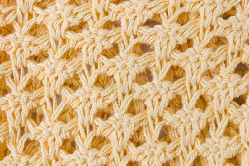 Η σκοτεινή κίτρινη σύσταση πλεξίματος ή το πλεκτό υπόβαθρο σύστασης κοντά επάνω βλέπει στοκ φωτογραφία με δικαίωμα ελεύθερης χρήσης