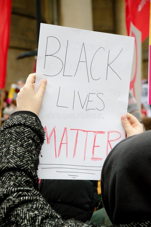 Η στάση μέχρι το ρατσισμό Μάρτιος μέσω του κεντρικού Λονδίνου στοκ φωτογραφία με δικαίωμα ελεύθερης χρήσης