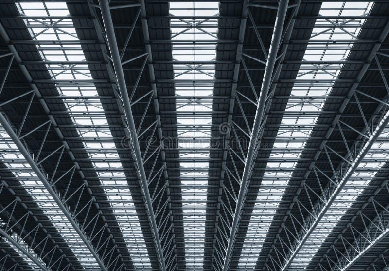 Η στέγη κατασκευής χάλυβα απαριθμεί τη σύγχρονη αρχιτεκτονική στοκ εικόνα