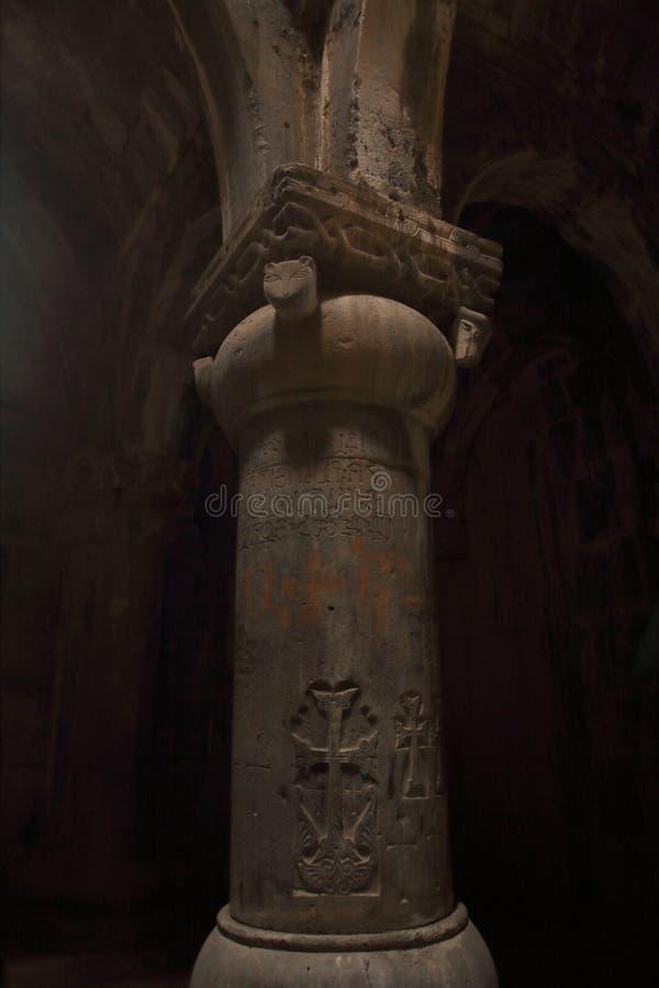Η στήλη στο μοναστήρι Sanahin το χειμώνα, Αρμενία στοκ εικόνα με δικαίωμα ελεύθερης χρήσης