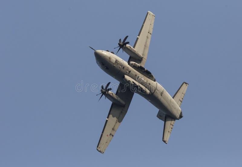 Η στροφή αεροπλάνων Militar κατά τη διάρκεια του ιταλικού αέρα βελών tricolor παρουσιάζει στοκ εικόνες