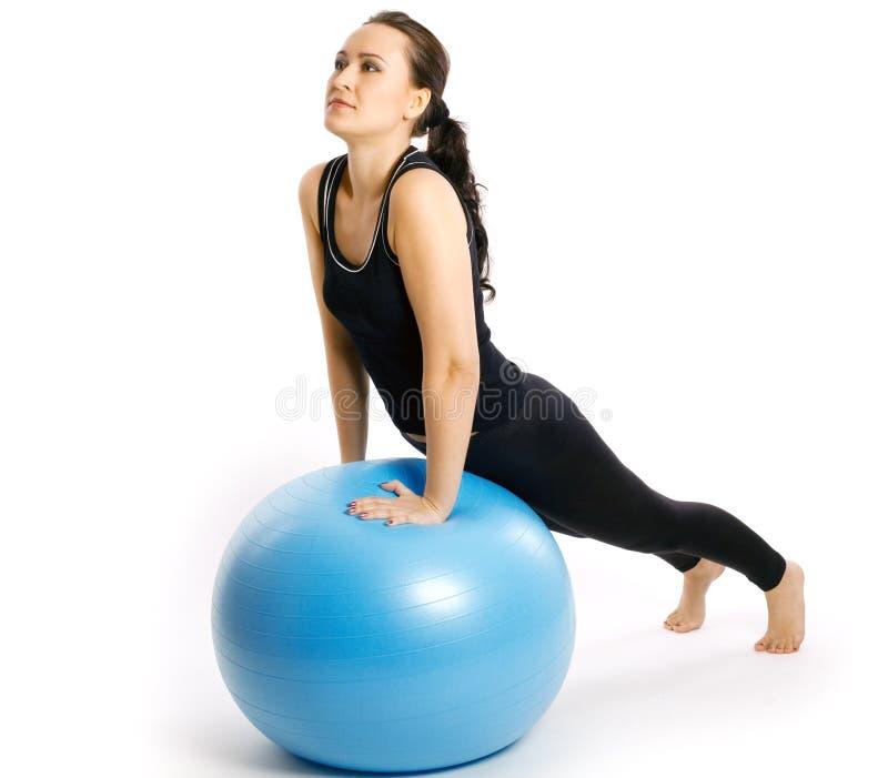 Download η σφαίρα ασκεί την ικανότητ&alp Στοκ Εικόνα - εικόνα από αθλητικό, γυμναστική: 22784379