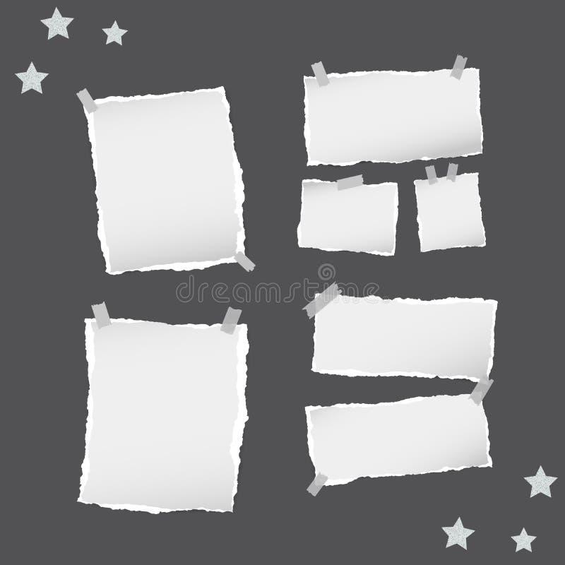 Η σχισμένη άσπρη σημείωση, σημειωματάριο, copybook φύλλα εγγράφου, αστέρια, κόλλησε με την κολλώδη ταινία στο μαύρο υπόβαθρο ελεύθερη απεικόνιση δικαιώματος