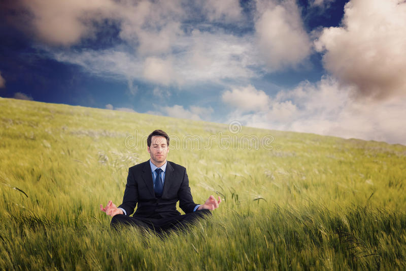 Η σύνθετη εικόνα της ήρεμης συνεδρίασης επιχειρηματιών στο λωτό θέτει στοκ φωτογραφία