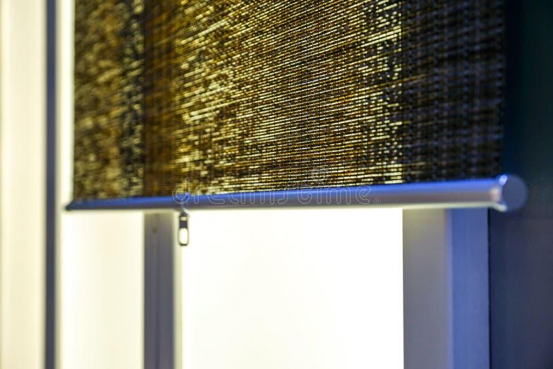 Η σύσταση των ξηρών καλάμων Κίτρινοι κάλαμοι Ένας φράκτης φιαγμένος από καλάμους Η στέγη καλύπτεται με τους καλάμους κλαδίσκοι ρα στοκ φωτογραφία με δικαίωμα ελεύθερης χρήσης