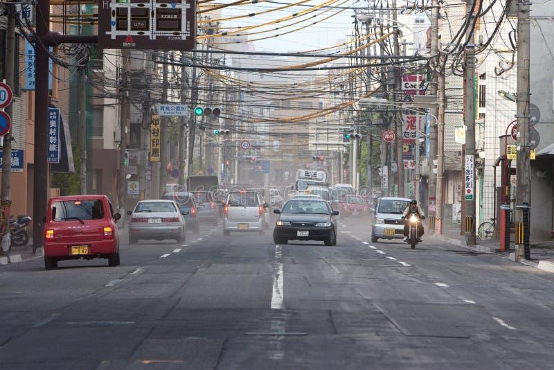 η τέφρα φέρνει την έκρηξη Kagoshima πόλ&ep στοκ εικόνες
