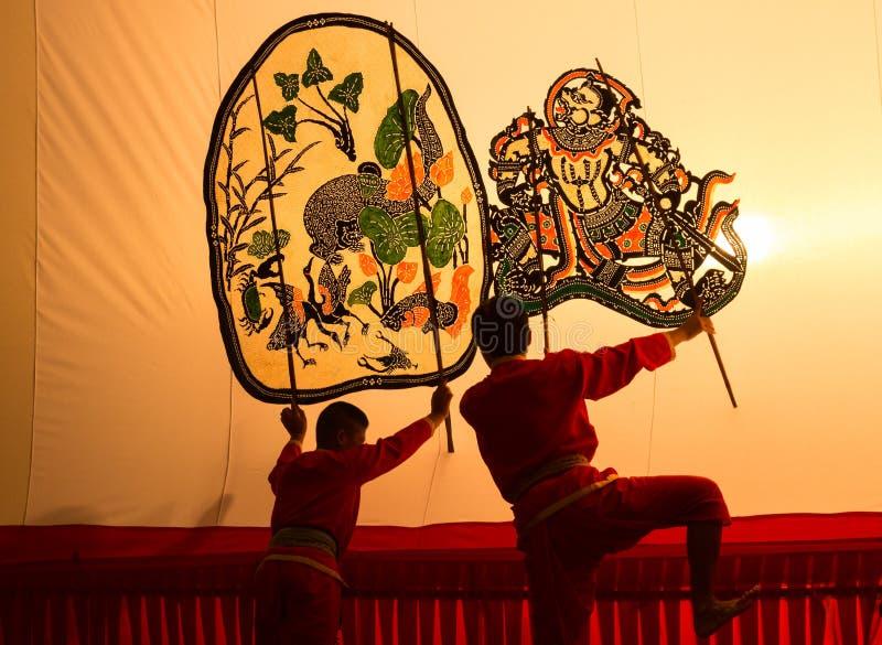 Η ταϊλανδική μαριονέτα παιχνιδιού σκιών είναι στην επίδειξη σε Wat Khanon στοκ φωτογραφία με δικαίωμα ελεύθερης χρήσης