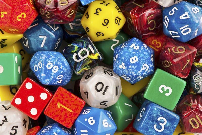 Η τοπ άποψη σχετικά με έναν σωρό του παίζοντας παιχνιδιού ρόλου χωρίζει σε τετράγωνα ως αφηρημένο υπόβαθρο στοκ εικόνες
