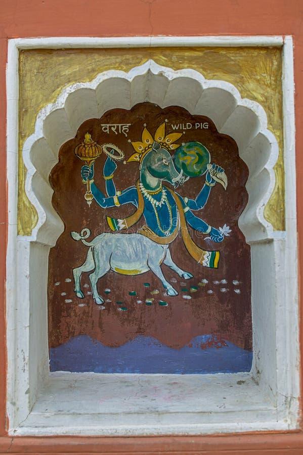 Η τρίτη ενσάρκωση Varahavtar ή κάπρων του Λόρδου Vishnu χρωμάτισε colourfully στον τοίχο του ναού Vishnu Narayan στην κορυφή Parv στοκ φωτογραφίες με δικαίωμα ελεύθερης χρήσης