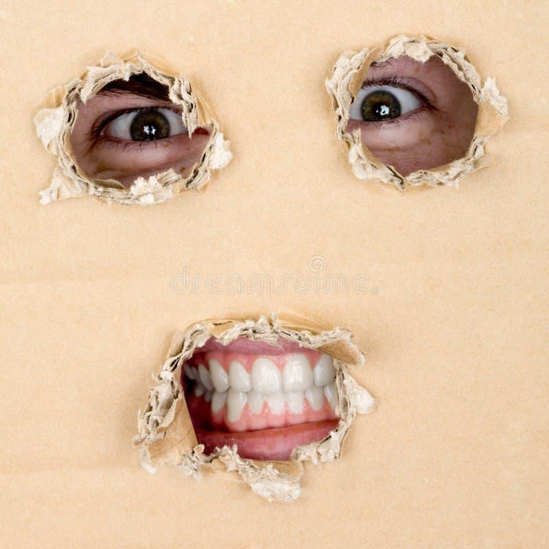 η τρύπα ματιών φαίνεται έξω δόν&ta στοκ εικόνα με δικαίωμα ελεύθερης χρήσης