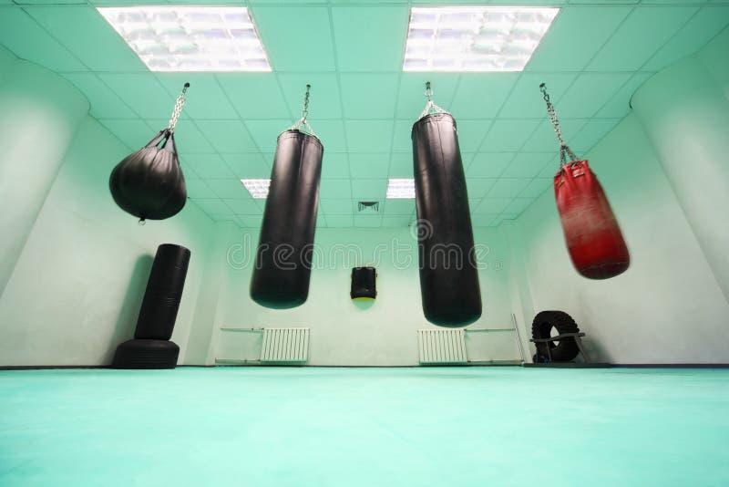η τσάντα κενή κρεμά punching το δωμά&t στοκ εικόνα