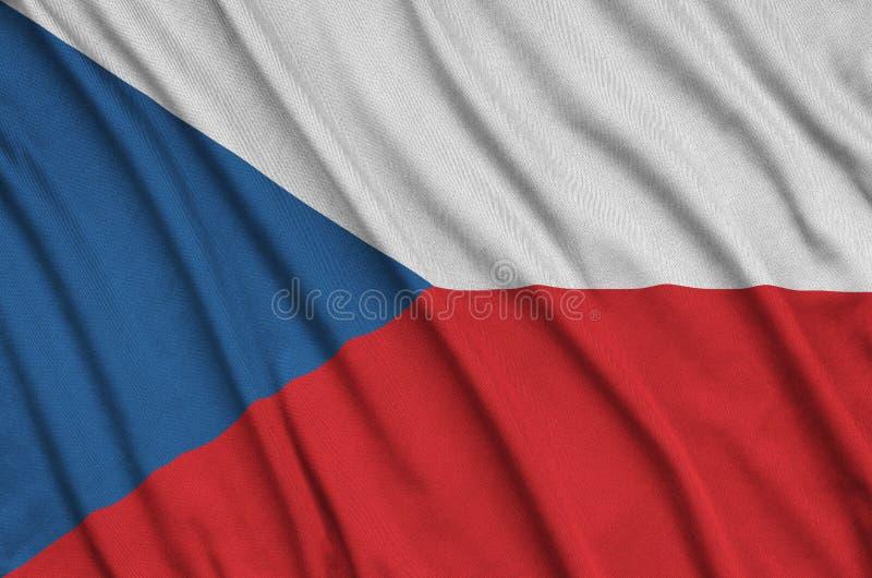 Η τσεχική σημαία απεικονίζεται σε ένα ύφασμα αθλητικών υφασμάτων με πολλές πτυχές Έμβλημα αθλητικών ομάδων στοκ φωτογραφία με δικαίωμα ελεύθερης χρήσης
