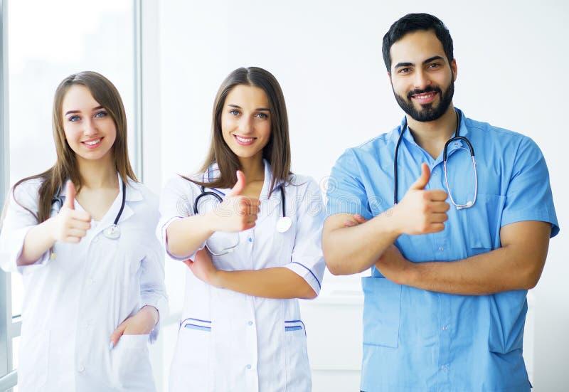 η υγεία προσοχής όπλων απομόνωσε τις καθυστερήσεις Γιατροί που εργάζονται μαζί ως ομάδα για το κίνητρο, SU στοκ εικόνα
