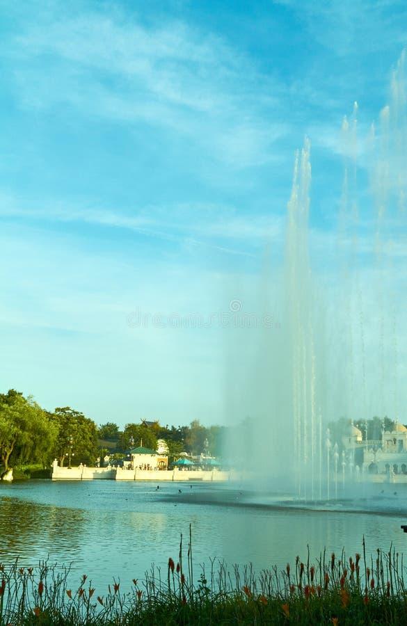 Η φαντασία το λούνα παρκ Efteling Παρουσιάστε των πηγών στοκ εικόνα με δικαίωμα ελεύθερης χρήσης