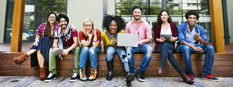 Η φιλία ενότητας φίλων ευτυχής απολαμβάνει την έννοια στοκ εικόνες με δικαίωμα ελεύθερης χρήσης