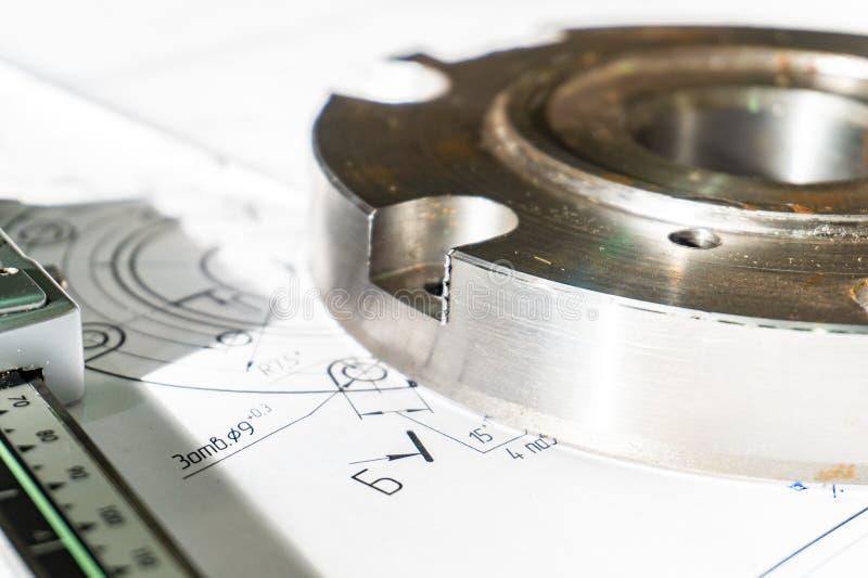 Η φλάντζα μετάβασης μετά από να επεξεργαστεί βρίσκεται στο τεχνικό σχέδιο Λεπτομέρεια έτοιμη να εργαστεί με έναν σχεδιασμό μαζί σ στοκ φωτογραφία με δικαίωμα ελεύθερης χρήσης