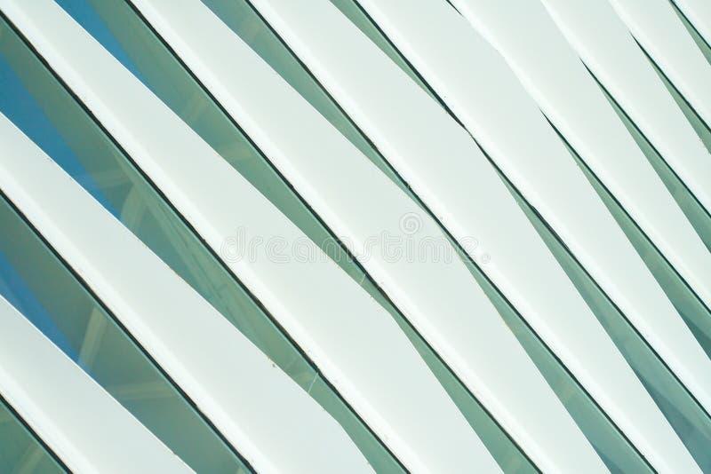 Η φουτουριστική πρόσοψη ενός σύγχρονου κτηρίου στη Βαλένθια στοκ εικόνα
