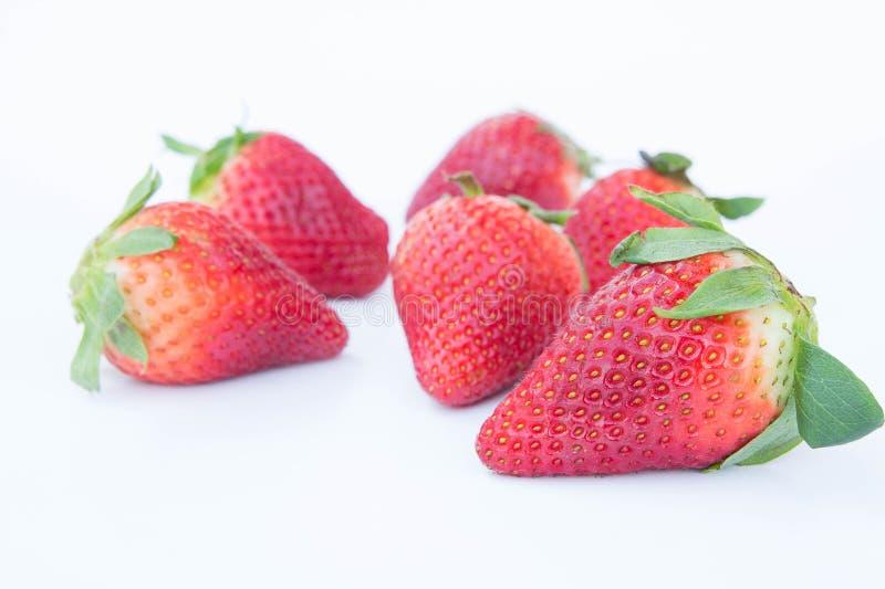 Η φράουλα στο άσπρο υπόβαθρο fruit& x27 υγιεινός εγκάρδιος του s, χρήσιμος στοκ εικόνες