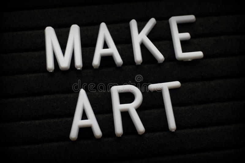 Η φράση κάνει την τέχνη σε έναν πίνακα επιστολών στοκ εικόνες