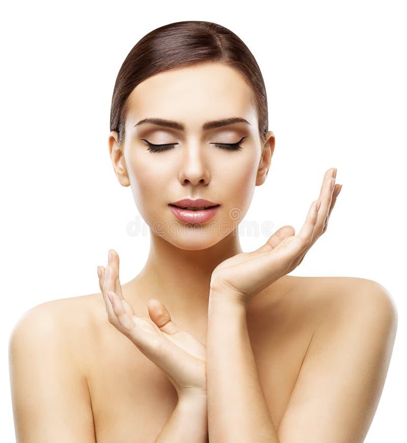 Η φροντίδα δέρματος ομορφιάς, πρόσωπο γυναικών φυσικό αποτελεί και χέρια Skincare στοκ εικόνες